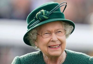 The Queen enjoys a day out at Newbury races